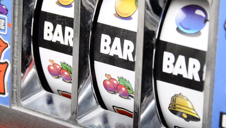 Tragamonedas gratis Retro Reels casino con bitcoins-881925