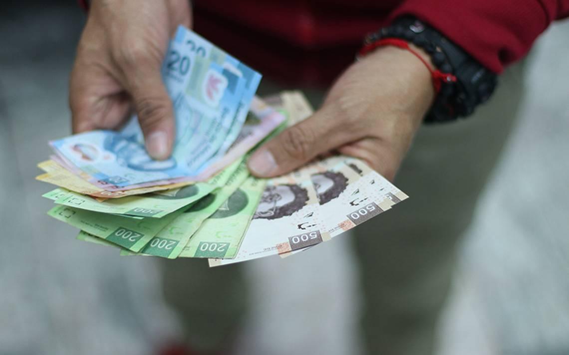 Pesos mexicanos aceptados croupier mujer-980896